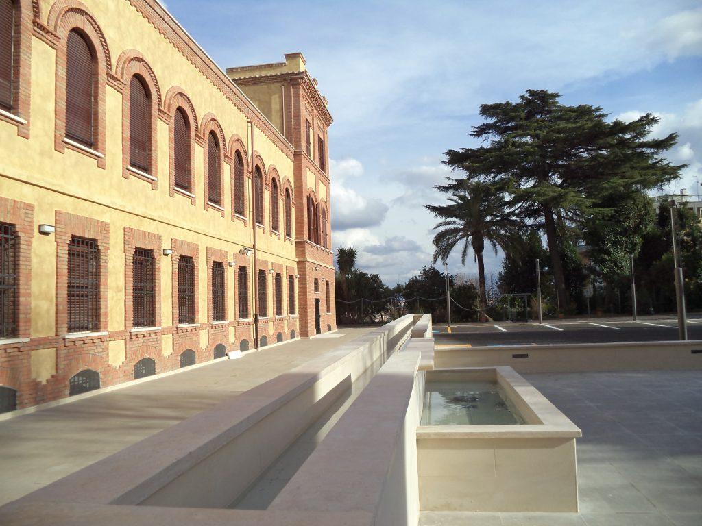 Fontana Vista di fianco