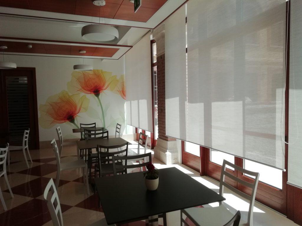 Entrata sala colazione con tende tirate
