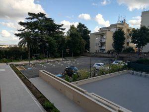 Ampio parcheggio per posti auto